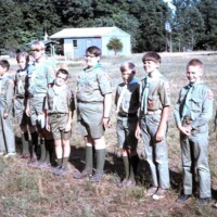 http://kiakimamuseum.org/plugins/Dropbox/files/1968 Troop 48 at Evening Flag at Kia Kima (Old Trading Post in background).jpg